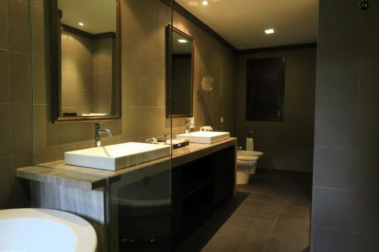 the taaras bathroom