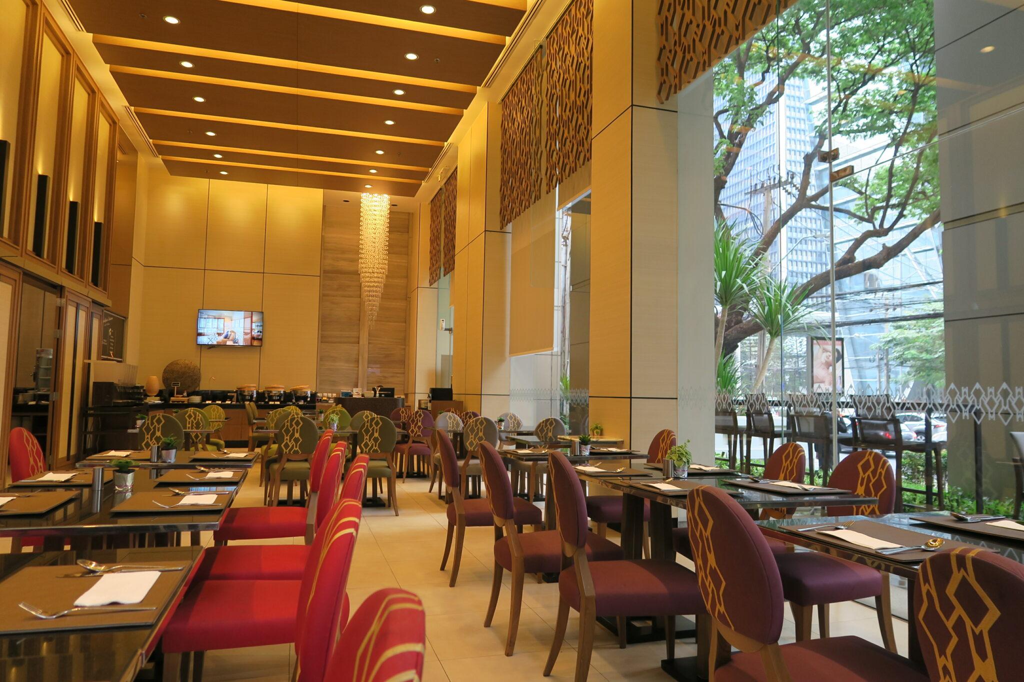 grande centre point ploenchit breakfast review