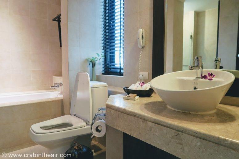 rawi warin bathroom